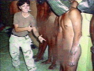 foto torturas soldado Lynndie